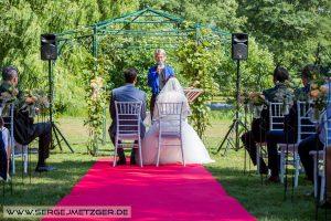 Foto freie Trauung auf Schloss Tremsbüttel - Hochzeitslocations in Niedersachsen und Hamburg