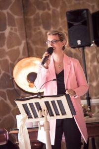 Foto Birte Gäbel Hochzeitsrednerin mit Gesang