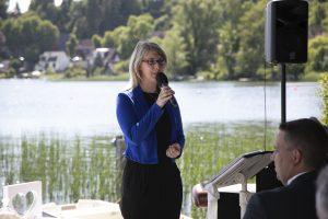 Foto Birte Gäbel freie Traurednerin mit Gesang Hochzeitsplanung