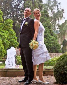Foto Hochzeitspaar Hochzeitstrends 2019 kurze Hochzeitskleider