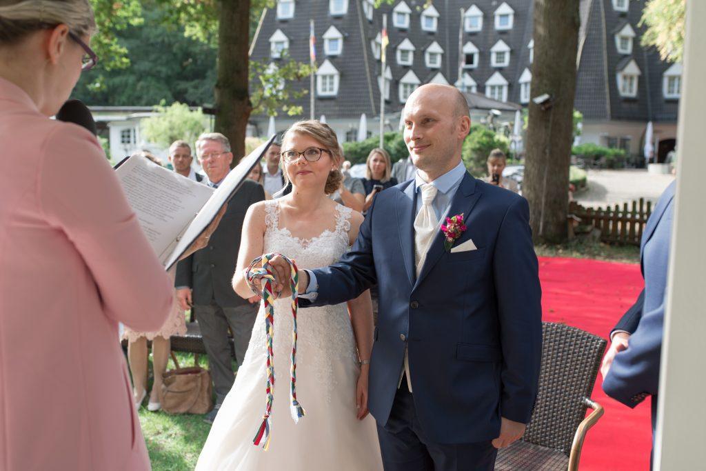 Foto Handfasting Hochzeitsrituale Traumtöne